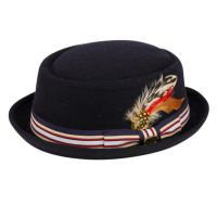 ROUND SHAPE WOOL PORK PIE FEDORA W/STRIPE BAND & FEATHER TRIM F2294